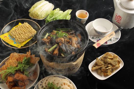榕樹頭下的嘆佬雞煲。吃出地道廣州味 - 每日頭條