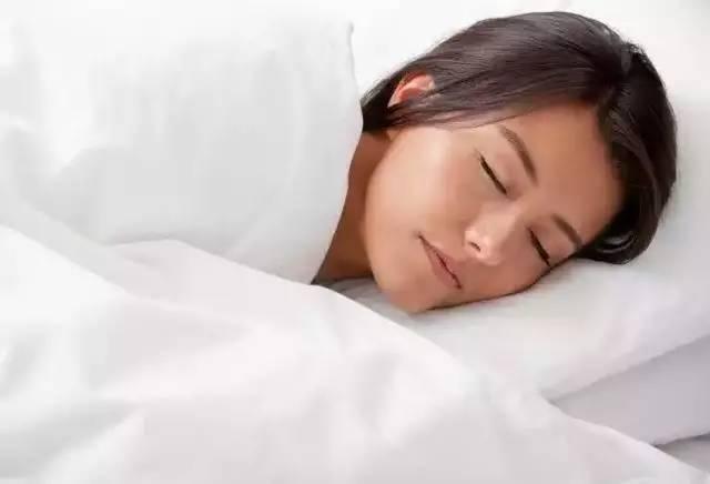 女人睡覺時到底該不該裸睡? - 每日頭條