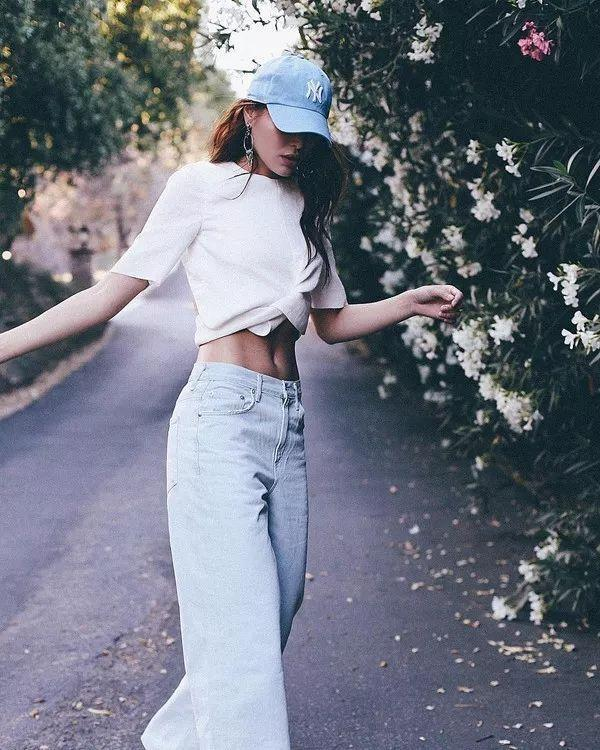 T恤+闊腿褲氣質顯腿長。怎麼穿都時髦! - 每日頭條