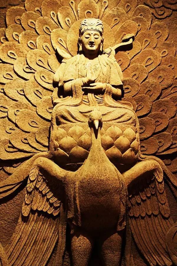 孔雀吉祥果陀羅尼坊塔羅占星、能量調整: 1/12 (週日) 早上10點 《聖母經》共修與《光的課程》初階三 金色之光