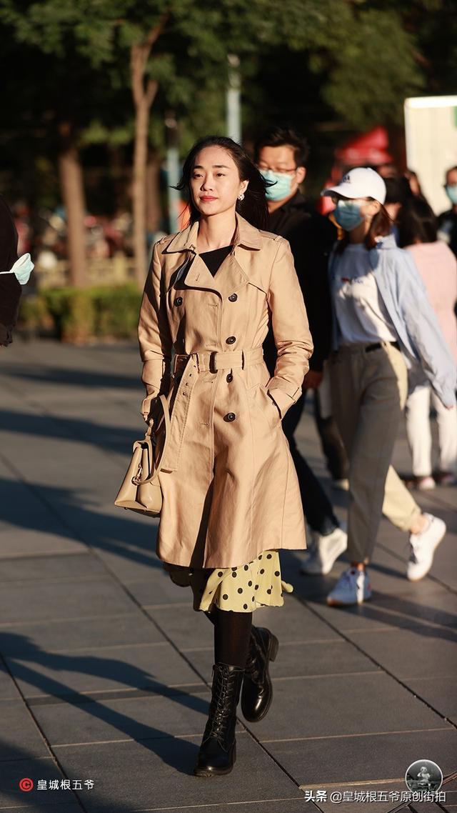 街拍:好的心態能夠讓你。在追尋時尚的時候更加容易上手 - 每日頭條
