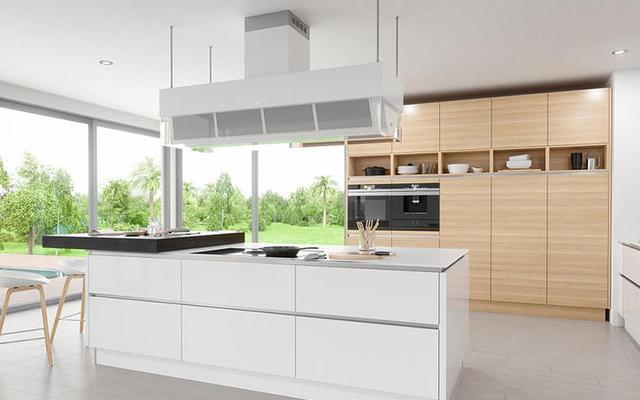 island kitchen ideas double doors 想法够大胆 这样进行厨房装修 每日头条 厨房的装修非常时尚 周围采用落地窗的设计 使得厨房显得非常敞亮 将燃气灶和油烟机放在了中岛的位置 背后还有原木色的橱柜 橱柜的储物格设计非常合理 能够为 厨房