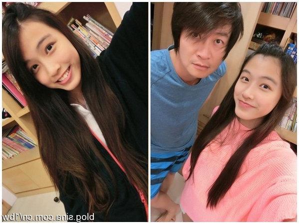 49歲歌手游鴻明全家近照。兩漂亮女兒很像父親。妻子賢惠很相配 - 每日頭條