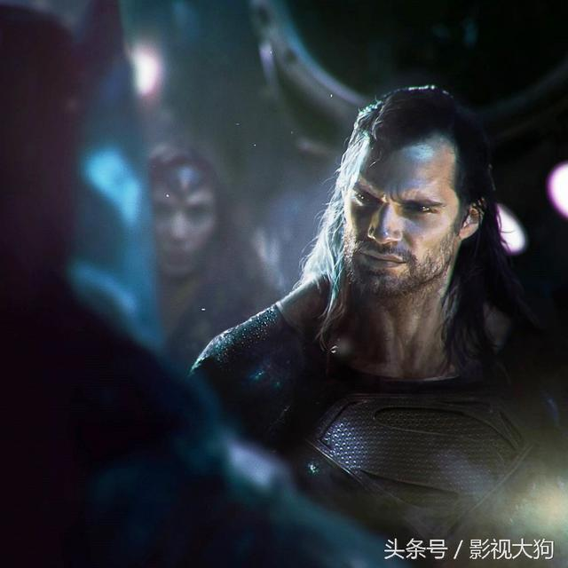 超人復活後頭髮變長了。滿臉鬍子更加威猛 - 每日頭條
