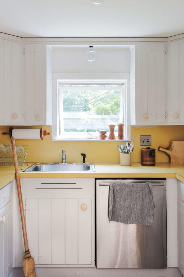 kitchen cabinet door replacement lowes dark walnut cabinets 重塑 6厨柜改造与油漆 每日头条 从五金店更换硬件物美价廉的木制把手 将厨桌和墙壁改成金色 增添一份靓丽气息