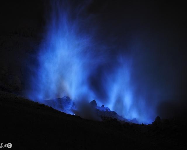 農村夜晚墳地周圍出現「磷火」是什麼原因?你看到過嗎? - 每日頭條