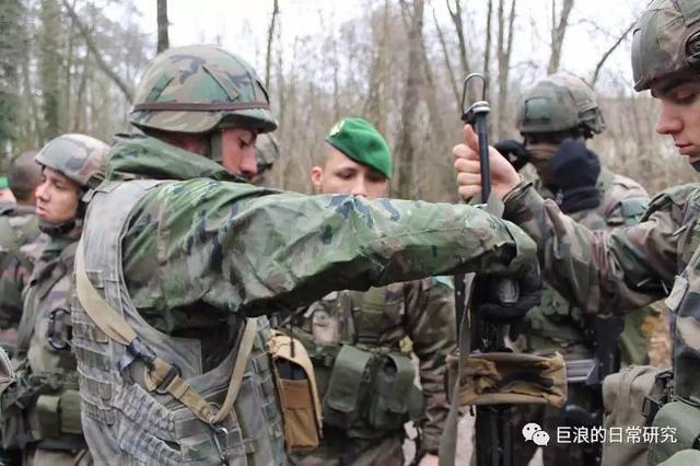 外籍軍團的「兄弟部隊」 法國與西班牙外籍軍團聯合演習 - 每日頭條