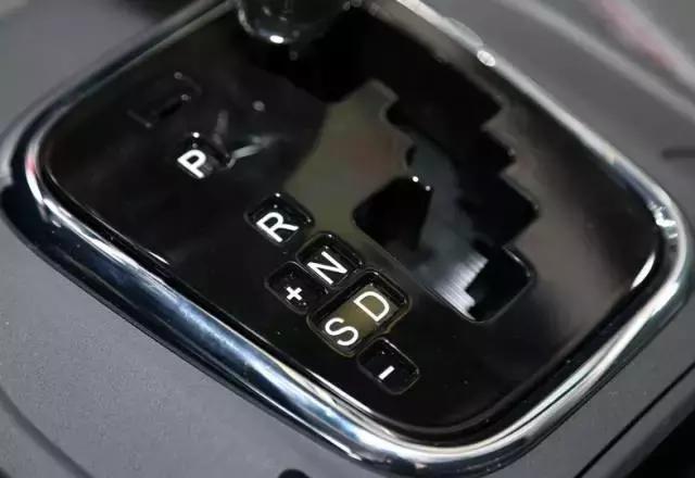 自動擋的手動模式怎麼用?有人開3年車還沒弄明白。這次懂了! - 每日頭條
