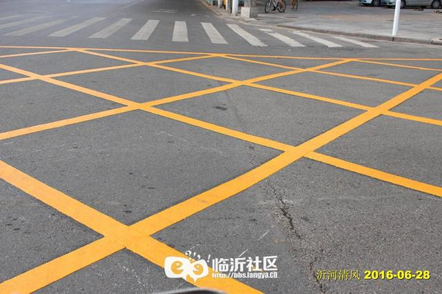 路口出現了大面積黃色網格線,你知道啥意思? - 每日頭條