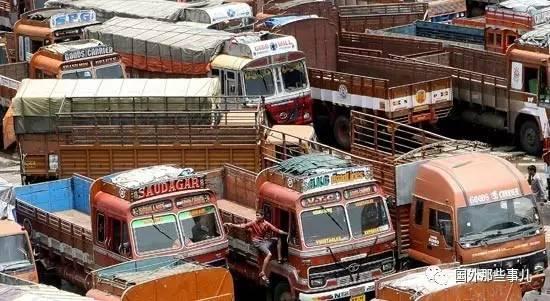 印度大貨車司機努力賺錢收入高,精神空虛,大多花在姑娘身上 - 每日頭條