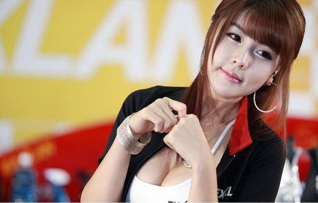 韓國大胸美女車模李智友車展俏皮可愛拍攝 - 每日頭條