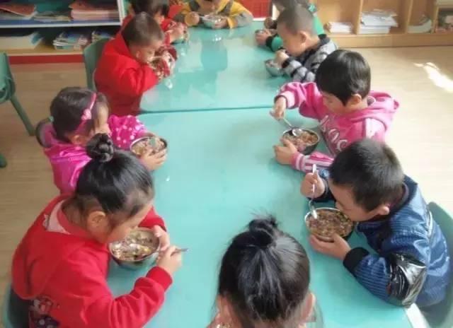 孩子一回家就喊肚子餓,真的是在幼兒園沒吃飽嗎? - 每日頭條