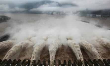19架轟炸機猛攻,大壩瞬間轟塌,4億噸洪水咆哮而出!3萬人被吞沒 - 每日頭條