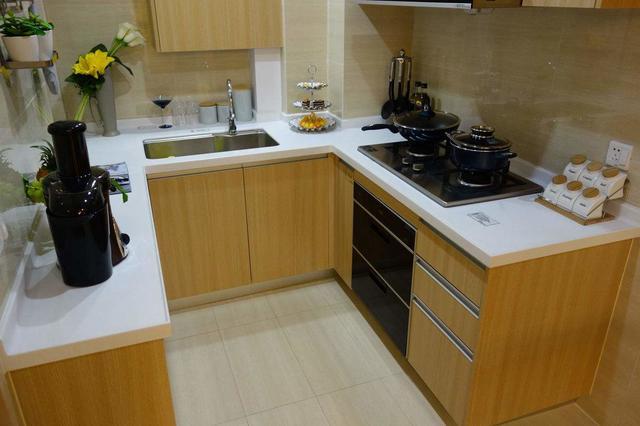 kitchen tables & more refacers 完美實用廚房的合理尺寸 與櫥櫃安裝驗收的幾個要點 每日頭條 在家居的室內設計中 每個獨立的空間都需要考慮到人體工程學 進而確定家具的尺寸 比如臥床 桌子 沙發等等 廚房空間就是其中之一 下面大家一起來看看廚房設計需要