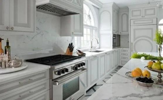 unique kitchen cabinets office table and chairs 现代厨房设计趋势之双色橱柜 每日头条 两种不同风格或颜色的厨柜是现代厨房设计趋势之一 挑战传统的统一外观 呈现当代家居室内设计的新概念 双色厨房设计允许个性化现代厨房 并创造不同风格和颜色的 独特
