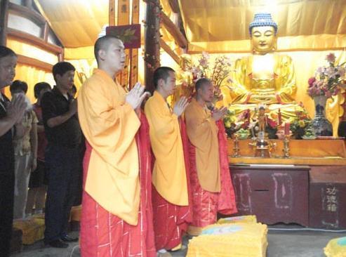 家中供奉神佛要守規矩,尤其四點虔誠的人不能不重視 - 每日頭條