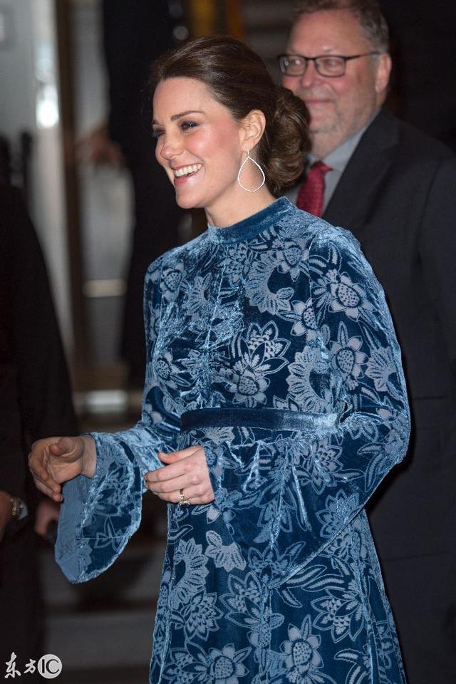 劍橋公爵夫人慶祝瑞典文化展覽,招待會上擺姿勢現場驚艷 - 每日頭條