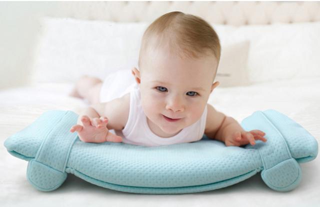 嬰兒睡覺時要不要枕頭?這樣睡覺容易導致窒息! - 每日頭條