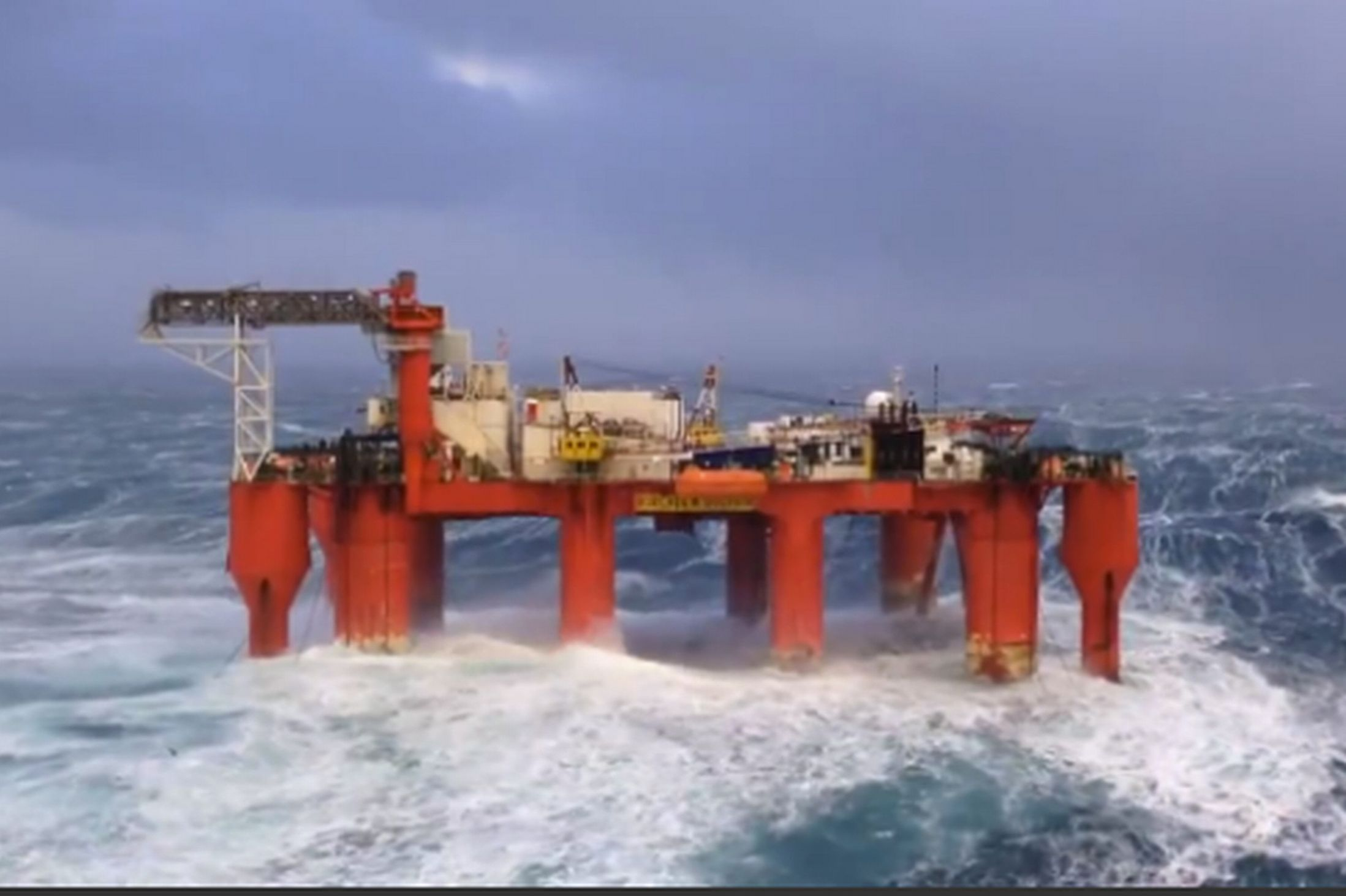 Could you work on this North Sea oil rig? Watch waves crash over structure in terrifying clip - UK news - NewsLocker