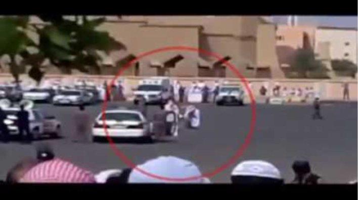 Σκληρό βίντεο - Η στιγμή μιας δημόσιας εκτέλεσης στη Σαουδική Αραβία