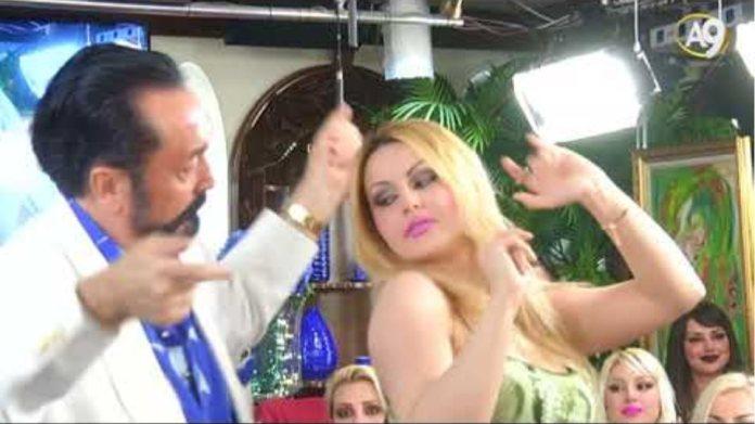 Güzeller güzeli Aslı'nın Adnan Oktar'la ayakta dansı