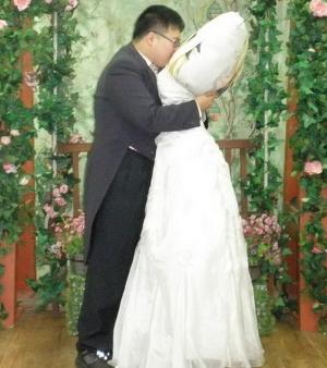 que aliás é coreano, mas tem muito japonês que já pediu personagem em casamento...