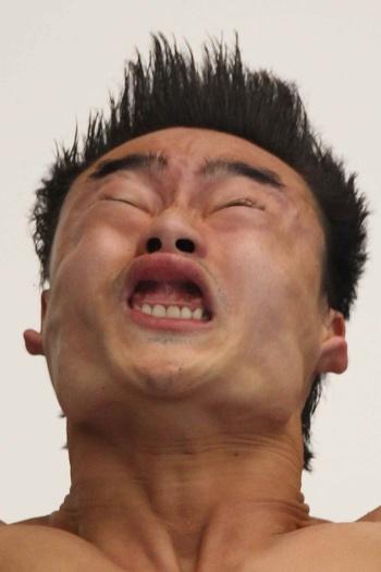 Não contente em aparecer uma vez, Qin Kai fez de tudo para garantir mais um espaço na nossa seleta lista. O chinês se superou, e ainda provocou com um sorr...
