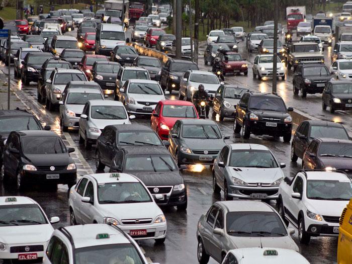 Marginal Tietê tem 16 km de lentidão no sentido Ayrton Senna