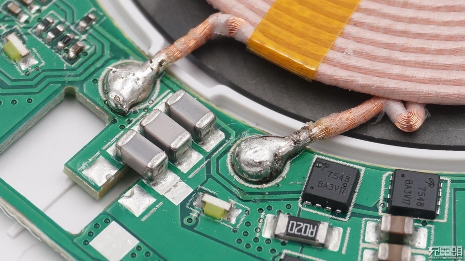 torras圖拉斯CDRZ08無線充電器拆解 - 壹讀