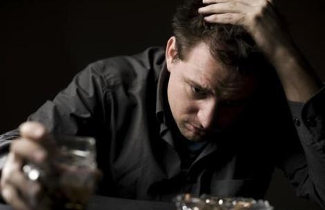 心理學家:沒有能力的男人有三個壞習慣。 - 壹讀