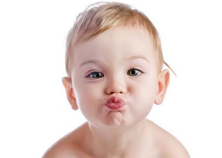 秋季小孩嘴唇周圍紅腫是怎麼回事 - 壹讀