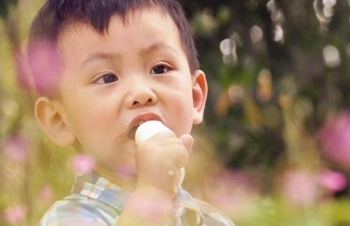 夏季怎樣給孩子吃雪糕才更健康呢 - 壹讀