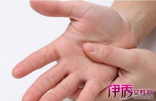 小指麻木是什麼原因 小指發麻如何治療 - 壹讀