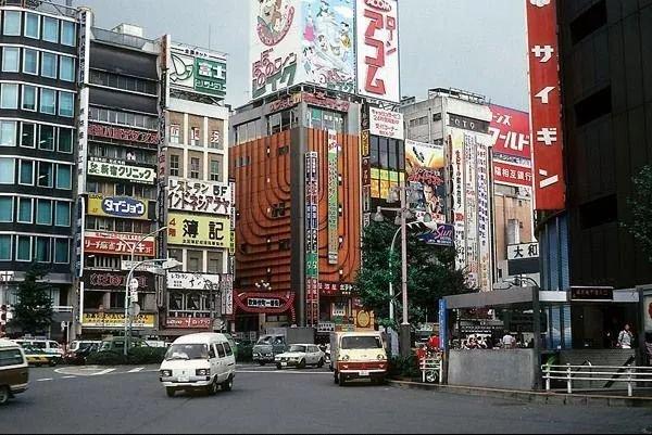 大崩潰前的1990年。日本年輕人有多瘋狂? - 壹讀