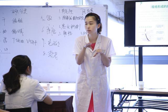 高中畢業學美容有前途嗎?女孩子學什麼技術好。做美容師有前途嗎 - 壹讀