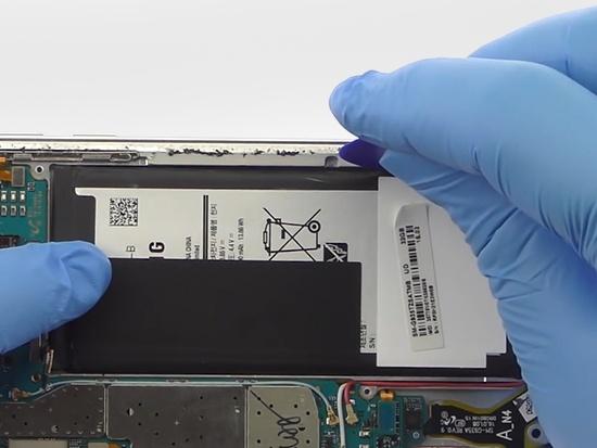 三星S7 edge換電池簡單 但後果很嚴重 - 壹讀