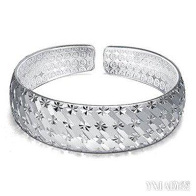 戴銀飾變黑是什麼原因呢 教你7招讓你的銀飾變亮 - 壹讀