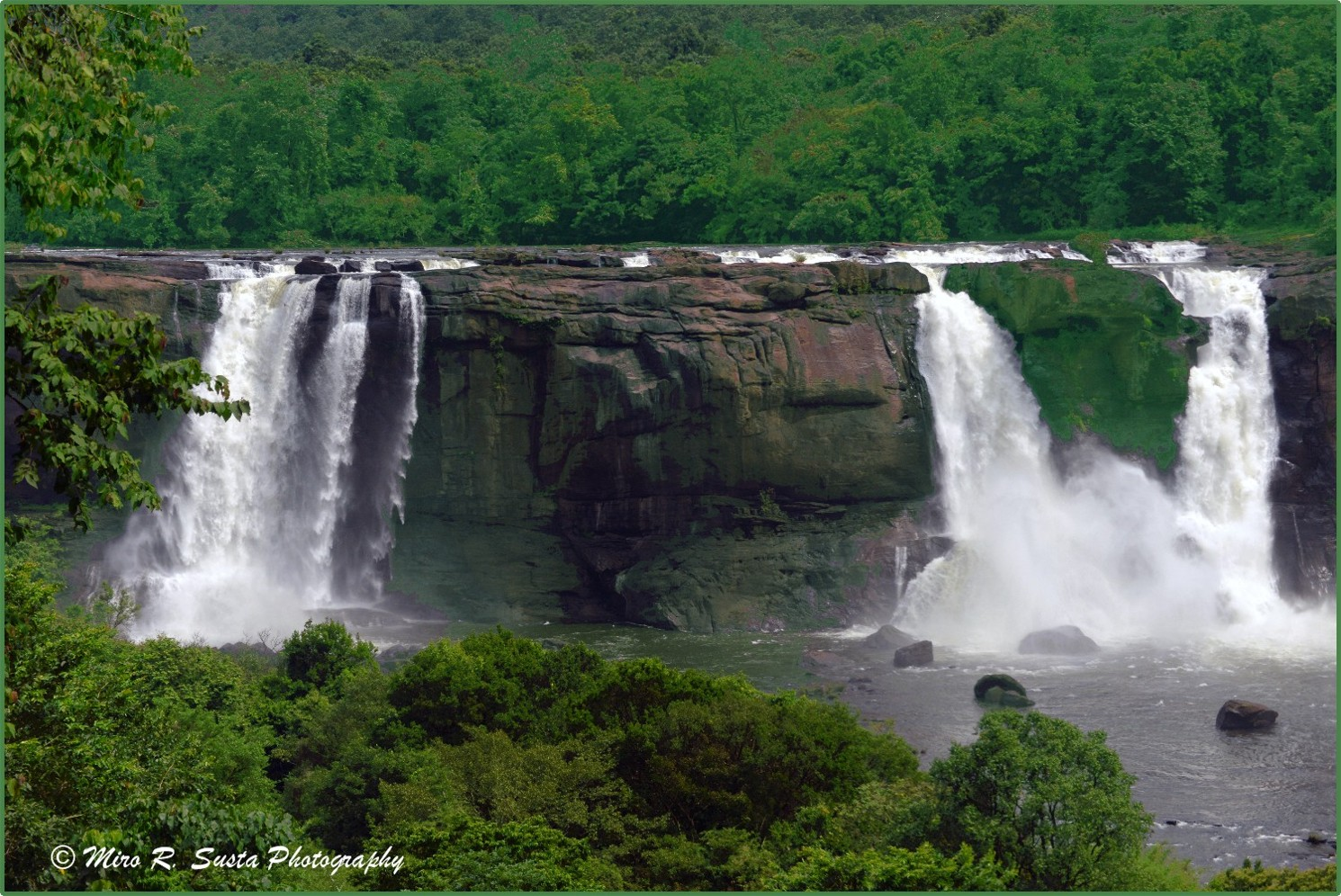 Athirapally Falls Wallpapers Athirappilly Waterfalls A Photo From Kerala South