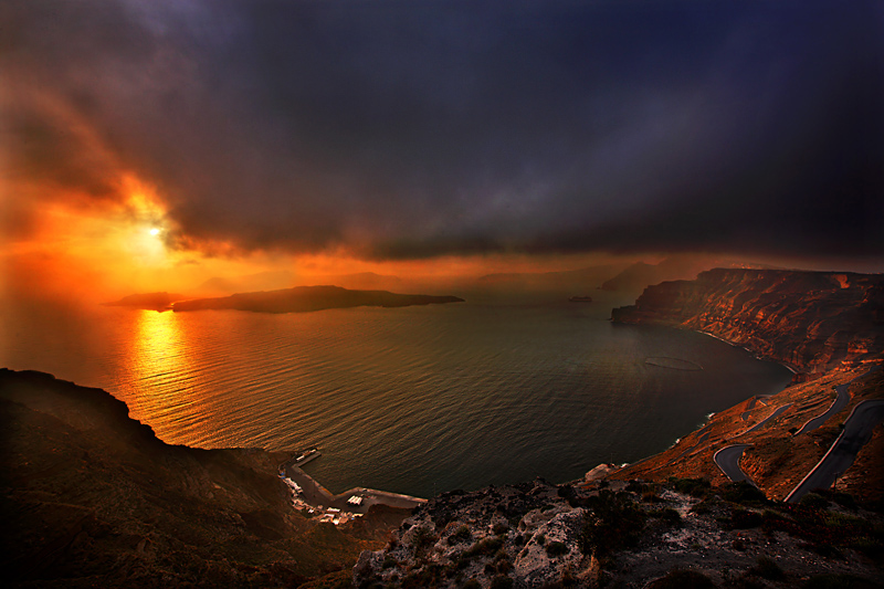 NOT The Famous Santorinian Sunset A Photo From Kyklades