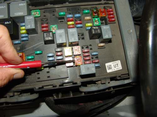 small resolution of the lbec2 fuse is located at position 75 in the underhood fuse relay block