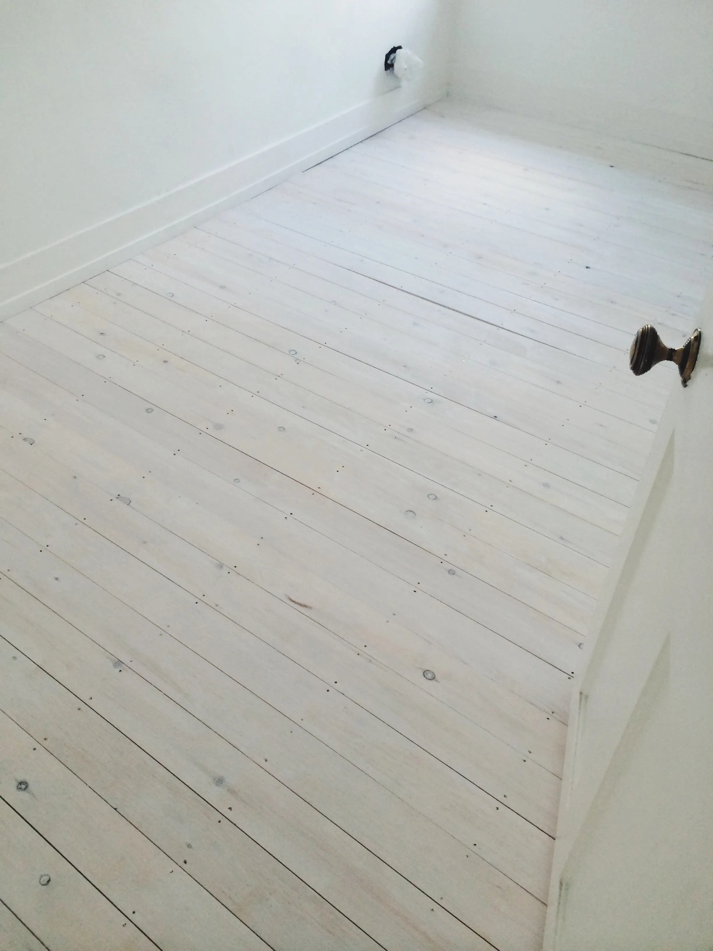 How to quickly  easily diy whitewashed floorboards