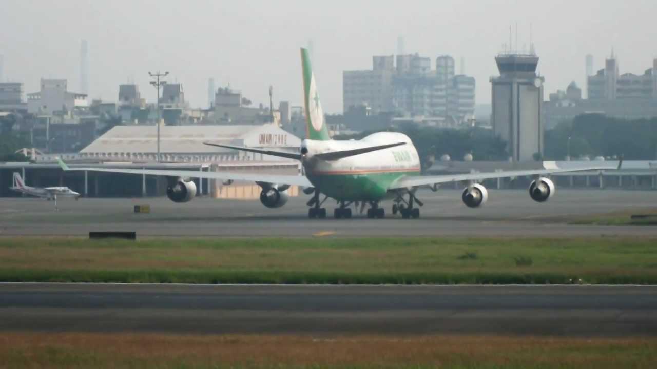 長榮航空 - 自上海飛抵高雄小港機場.MOV - YouTube