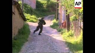 Dramatic pix of Presovo fighting - 2001