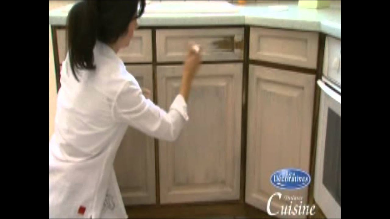 Como aplicar una pintura efecto anticuario a tus muebles de cocina y bao  YouTube