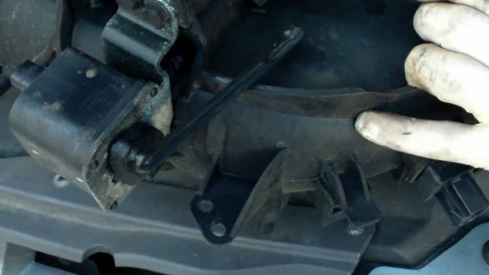 medium resolution of  egr valve location on 2006 chrysler 300 on 2002 pt cruiser pcv valve 2002 acura tl fuel filter