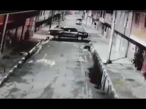 Esperaron a sus víctimas en la puerta de la casa y en segundos se llevaron una camioneta