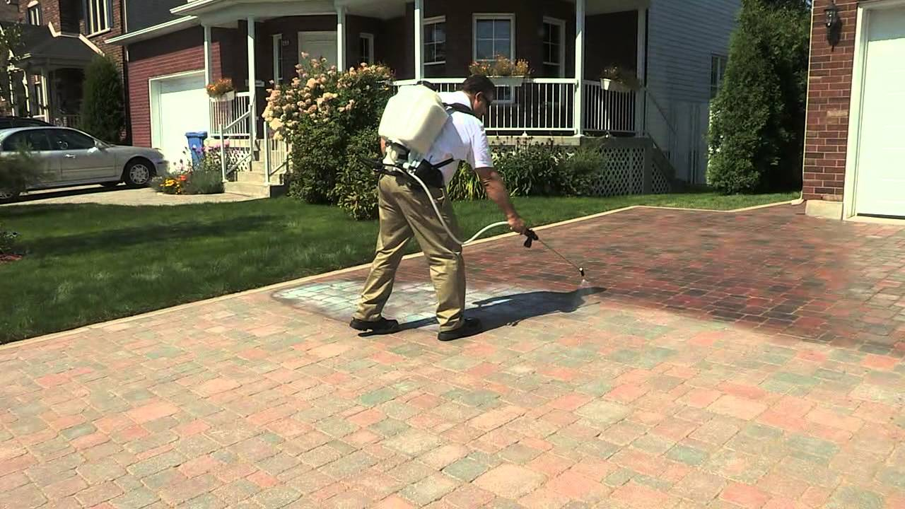 Techniseal How to apply a waterbased wetlook paver sealer  YouTube
