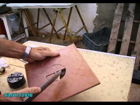 Cmo hacer agujeros en azulejos 2  YouTube