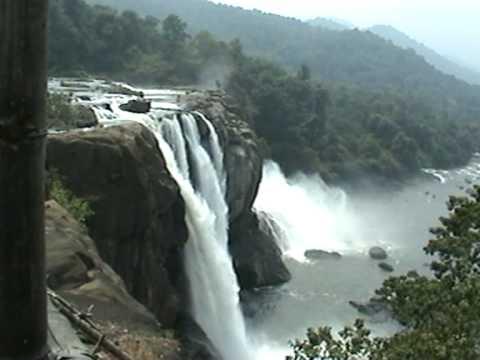 Athirapally Falls Wallpapers Athirapally Waterfalls Valparai To Chalakkudy Road