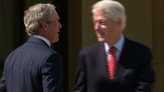 Clinton pokes fun at Bush's paintings